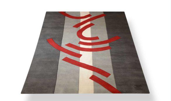 tapis tons de gris motif rouge