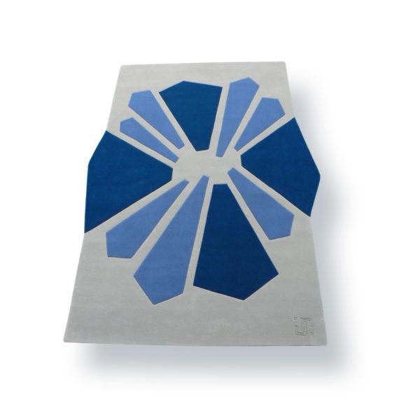tapis gris et bleu géométrique